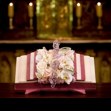 Livre ouvert de Phalaenopsis pour autel